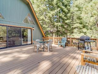 Family-friendly home with shared pool and access to the rec center!, Truckee