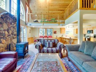 Roomy getaway with full Tahoe Donner amenities including shared pool & hot tub