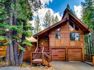 Huge pet-friendly lodge for families, resort amenities!, Truckee
