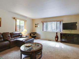 Cozy dog-friendly home for a large family with hot tub & game room!