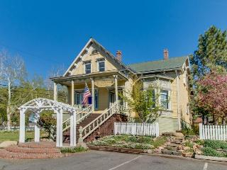 Gorgeous Victorian in downtown Truckee, sleeps six!