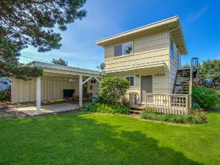 Oceanview home with room for 6, Lincoln City