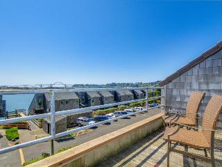 Lovely waterfront condo w/ hot tub, pool, sauna, crab dock - dogs OK!, Newport