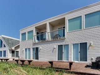 Charming, dog-friendly, waterfront beach home w/ patio & fireplace!, Rockaway Beach