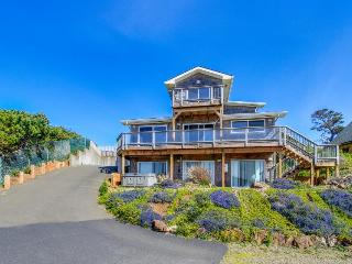 Big family retreat with great ocean views and beach access!, Depoe Bay
