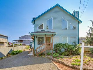 Luxurious home just around the corner from Siletz Bay!, Lincoln City