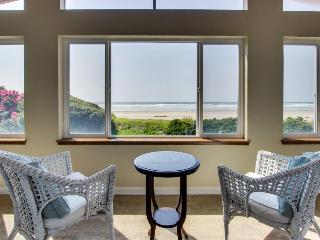 Stunning oceanfront home with chef's kitchen, Rockaway Beach