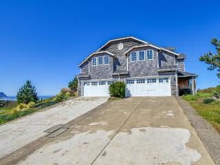 Adjoining, oceanfront townhomes with two private hot tubs, Neskowin