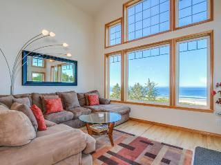 Lovely oceanfront home w/ a private hot tub, foosball & easy beach access!, Neskowin