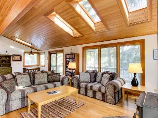 Dog-friendly cottage with close beach access, room for six!