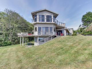 Stunning oceanfront, dog-friendly home with great sea views & easy beach access!