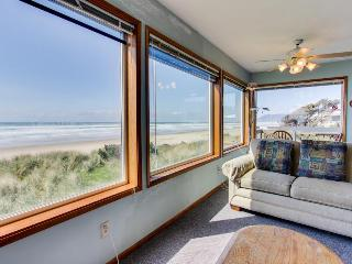 Oceanfront, dog-friendly home perfect for a family beach trip!, Rockaway Beach