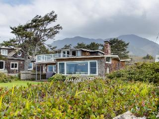 Pet-friendly, ocean views, room for 8!, Arch Cape