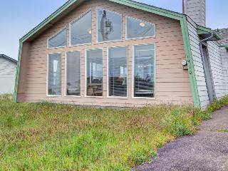 Sea Song - Walking Distance to Beach, Waldport