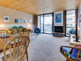 Condo with partial ocean views and shared pool and sauna!, Seaside