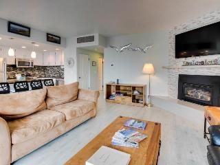 Two-bedroom condo with gorgeous ocean views and amenities, Seaside