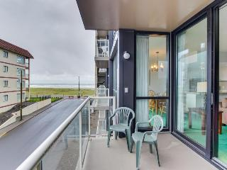 Pet-friendly condo with ocean views & pool access!, Seaside