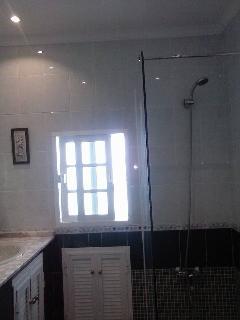 Baño con placa ducha.(reformado).