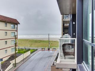 Gorgeous condo with beautiful views, close to attractions!, Seaside