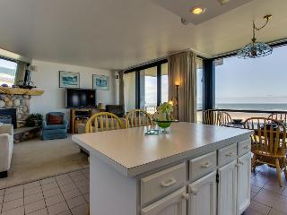 Elegant oceanfront home w/ shared pool and gorgeous sea and mountain views