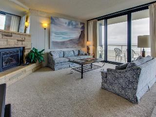 Beautiful oceanfront, pet-friendly condo close to everything, Seaside