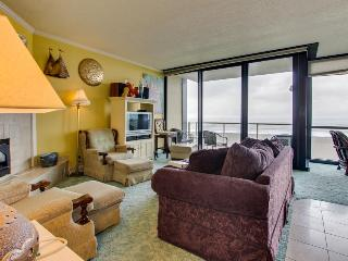 Oceanfront condo with shared pool and sauna, close to beach!
