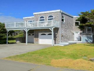 Oceanfront home with balcony, wood stove, and spectacular sea views!, Rockaway Beach