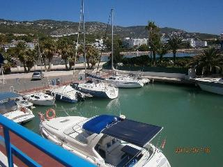Apartment in the Marina. First line of beach., Peniscola
