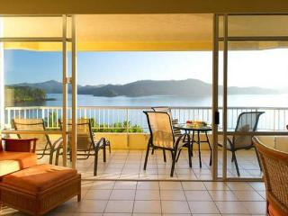 Deluxe Sea View Apartments, Hamilton Island