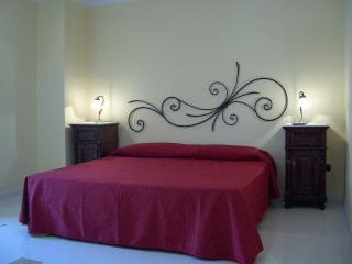 CASA MANZELLA.camera matrimoniale con colazione