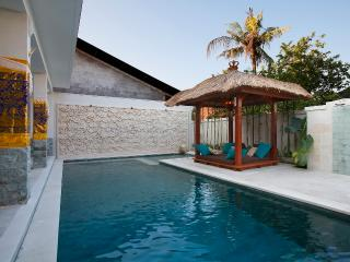 Villa Adon  Big 4*10m Pool. Special rate from November 23 till 10 December 2018!