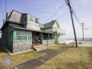 Four bedroom steps from Ink Well Beach!, Oak Bluffs