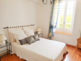 Blue Suite double bedroom overlooking mill stream