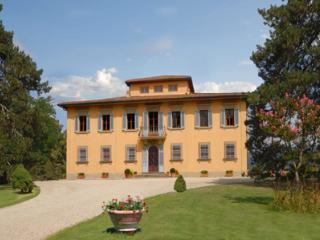 This Tuscan villa can host up to 14 guests in 7 double bedrooms. It has a fully