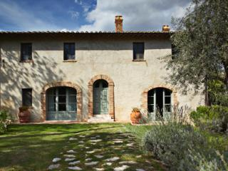 This private villa in rural Siena is particularly recommended to large families