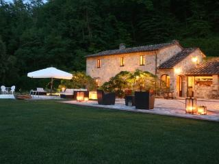 Luxury Country Villa with Saline Pool & Spa, Castelnuovo di Val di Cecina