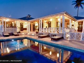 Luxury Property on Nevis Overlooking Golf Course, île de Nevis