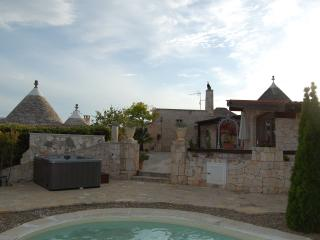 TRULLI HOLIDAY & POOL