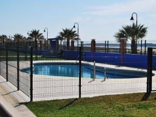 Tarifa front beach apartment (private wi-fi)