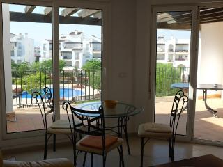 Penthouse with garden and poolview, Roldán