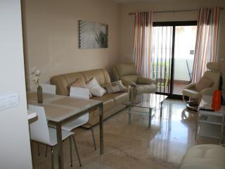 FRESH MODERN TWO BEDROOM APT NEXT TO GOLF AND SEA, Mijas