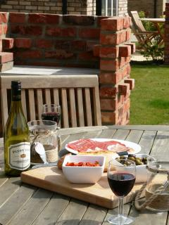 Afternoon wine and nibbles