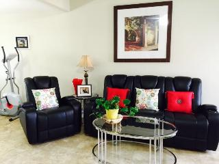 Comfy rooms-1.2 miles to beautiful Destin beaches