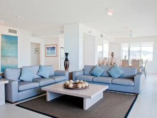 Sea Views Penthouse Style Apartment, Hamilton Island