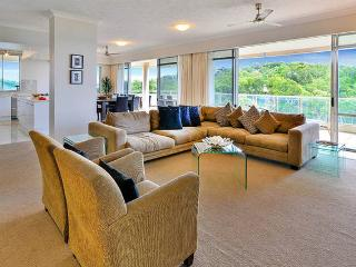 Sub-Penthouse Apartment -Sea Views!, Hamilton Island