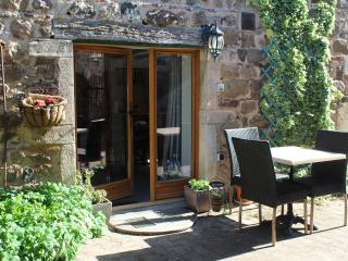 Rural Eco Retreat - Beaujolais stonebarn mini gite