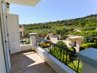Olea : holiday apartment at Lakithra