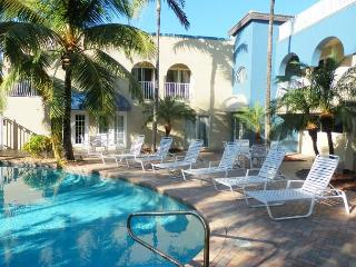Blue Ocean Villas 3 Full Ocean View 4 bedrooms 3 Baths for 10  Heated Pool, Pompano Beach