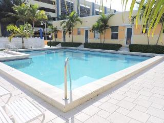 SPECACULAR OCEAN VIEW CONDO W/ POOL, FREE PARKING & WIFI, 1/1, 4 GUESTS, Hollywood