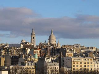 Fully refreshed Flat with great view on Montmartre, Parigi